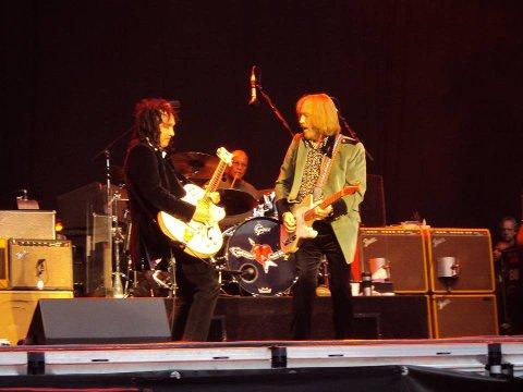 BRØDRE I ÅNDEN: Mike Campbell og Tom Petty spilte sammen i nesten 45 år, her fra Frognerbadet i 2012. Foto: Anders Christensen