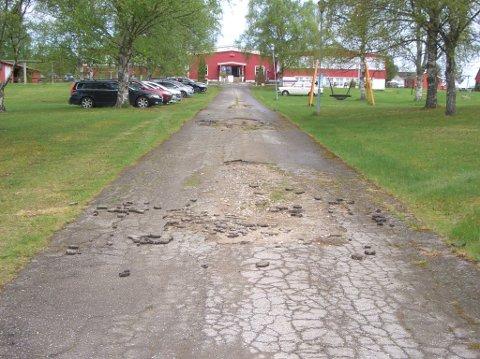 Slik så veien opp til Haneborg skole ut 17. mai.