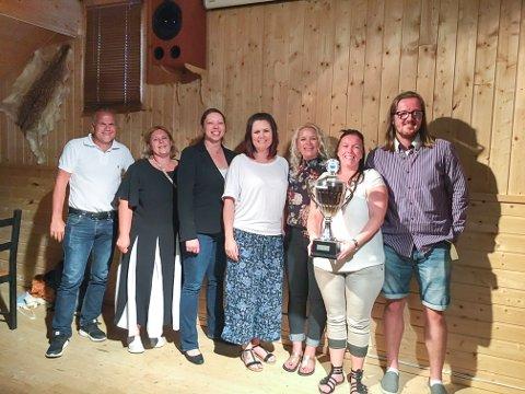 HEDRET AV KLUBBEN: F.v: Inge Bruvoll (tennis), Iren Jøraas (fotball), Maiken Furulund, Guro Dunvold, Christine Glestad, Madeleine Øisjøfoss (koret), Glenn Skogholt (fotball).