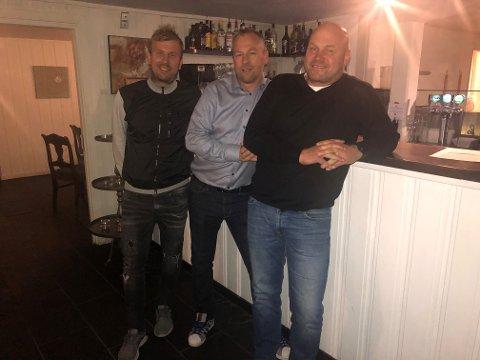 Gleder seg: Innehaver Christian Holth (t.v.) og investorene Hans Sauge og Morthen Bakke gleder seg til en betydelig oppgradering av restauranten Fjøset.