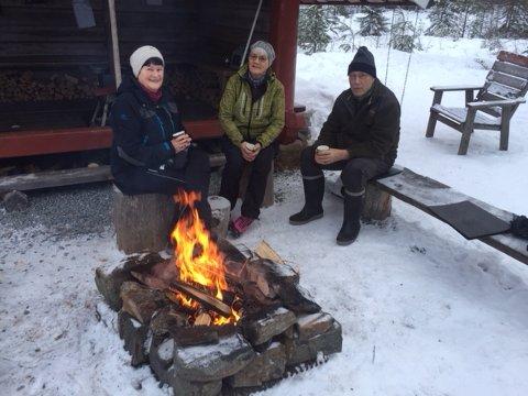 Bente Foss (t.v.), og Brita og Sigmund Ottesen hadde flest turer til Rolfs plass i fjor. Foto: Privat