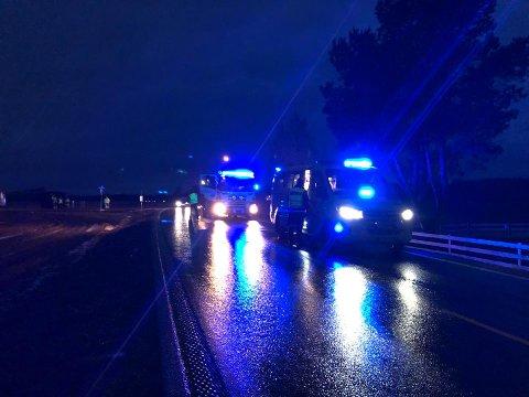 Politi, ambulanse og brannvesen rykket ut til ulykkesstedet. Foto: Tine Viktoria Buberg