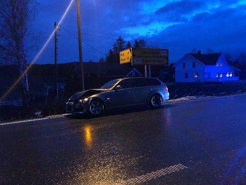 Ulykken skjedde på fylkesvei 171 i Blaker, like ved avkjøringen til Mork. Foto: Tine Viktoria Buberg