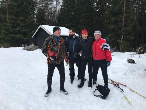 Terje Fjeld (t.v.), Petter Andreas Hornås, Terje Dunvold og Ole-Petter Hornås nekter å gi opp vinteren, og tok seg til Langfosshytta på ski på søndag. Foto: Privat
