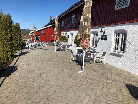 Vil skjenke lengre: Innehaveren av Fjøset restaurant i Aurskog.