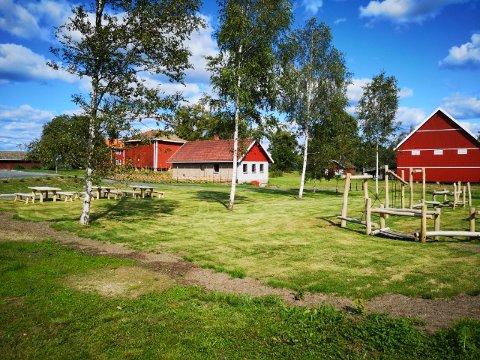 FERDIG: Generasjonsparken mellom Aurskog sykehjem og Aur prestegård åpner søndag. FOTO: PRIVAT