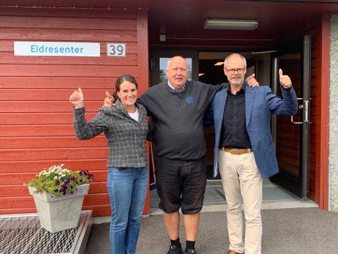 Denne trioen var glade over at ombyggingen av Rømskog eldresenter kunne starte høsten 2019: daværende rådmann Anne Kirsti Johnsen i Rømskog, daglig leder Knut Heggedal i Bygg Med Oss AS og daværende ordfører Thor Håkon Ramberg. Nå har byggeprosjektet møtt på store utfordringer.