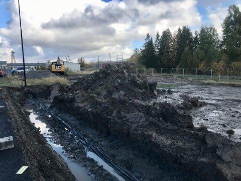 Bjørkelangen-bedriften Jano Bygg AS har ansvar for oppføringen av nye Løken brannstasjon. Nå er grunnarbeidene i gang.