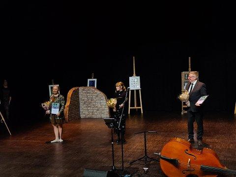 STIPENDIAT OG VINNERE: Louise Qusti Nordvold (t.v.) fikk kulturstipend, Pia Marie Thode var den første som mottok Ungdommens kulturpris i Aurskog-Høland og Hans Ulviken ble tildelt kulturprisen.