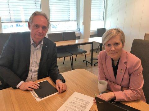 Ordfører Gudbrand Kvaal og kommunedirektør Inger Hegna håper at Aurskog-Høland kommer gjennom den neste 14-dagersperioden uten at antallet koronasmittede eskalerer. Foto: Alette Eldøy