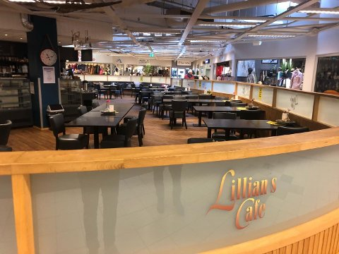 STENGT: Lillian's Café i Aurskog senter stengte dørene mandag.