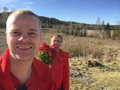 Radarparet Steinar Ottesen og Stein Lie har reist distriktet på kryss og tvers på husbesøk og delt ut roser når det er valgkamp. Nå slår de hodene sammen for å arrangere en digital 1. mai-markering.