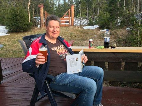 Roger Ødegård nyter hyttelivet.