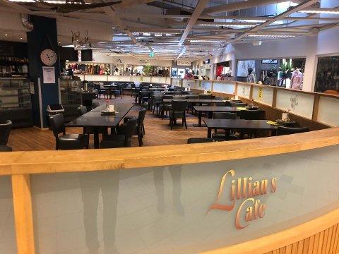 Stengt: Innehaver Lillian Vestli i Lillians kafé i Aurskog Senter har meldt oppbud.