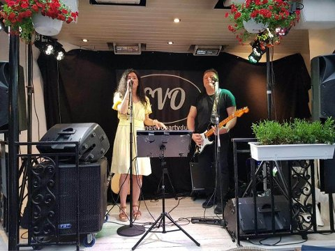 GODT MED JOBBER: Hanne Boudreaux og Raymond Holmen i EVO partyduo har nok å gjøre framover.