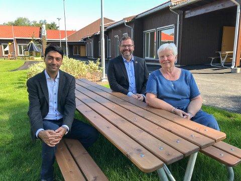 Prosjektleder Iman Shirkavand i Aurskog-Høland kommune (t.v.), tidligere leder for prosjektkontoret Thomas Grønnerød-Hemmingby og styrer Bodil Bratberg i Løken barnehage.