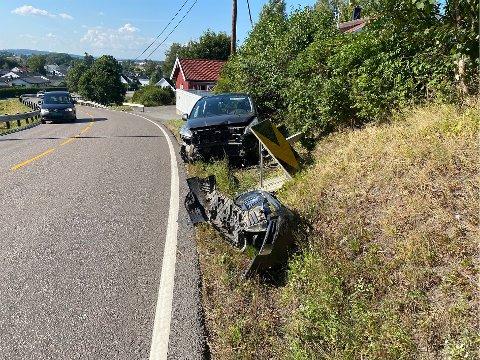 TRAFIKKUHELL: Mandag ettermiddag krasjet den sjuende bilen like utenfor huset hans.