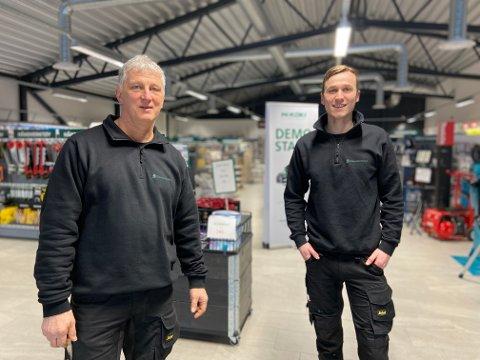 TRIVES I NYBYGG: Daglig leder i Stangeskovene, Morten Møllegaard (t.v.) og Ole Kristian Lapstuen har fått en mye enklere arbeidshverdag i nye lokaler.