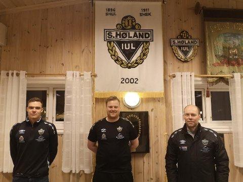 ALT FOR SHIUL: Dette er trenertrioen som skal lede SHIUL i klubbens comeback i 5. divisjon som forhåpentligvis skjer i løpet av sommeren etter at det ble opprykk i 2019. Hovedtrener Ole Jørgen Kolstad (t.h.)  har fått med seg Terje Grønvik og Martin Fjellheim på sidelinja.