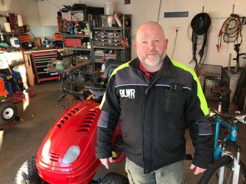 Reimonn Korsmo fra Fosser bruker mye tid i garasjen, som er delvis bygd om til verksted.