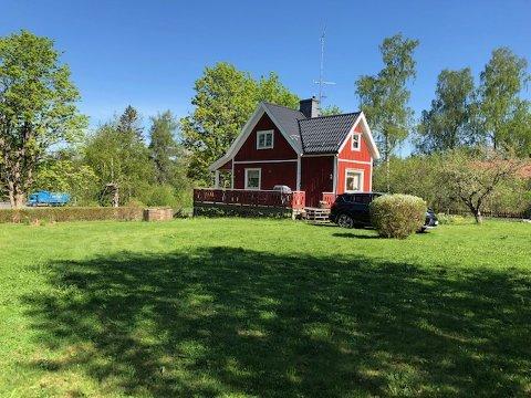 Dette er hytta som Hege Furuseth og mannen Örjan Westergren har i Dannemora i Sverige. Det er Örjans tidligere barndomshjem, beliggende et stykke nord for Stockholm.