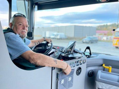 Bussjåfør og verneombud Geir Olsen i Vy Buss Bjørkelangen fikk seg en støkk.