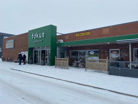 Butikkene som har hatt koronastengt på Fokussenteret, kan åpne dørene igjen fra og med torsdag morgen.