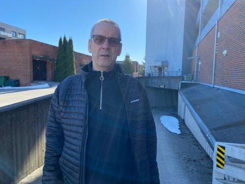 FORNØYD: Odd Erik Ringstad er strålende fornøyd med å ha landet en avtale for elbillading i borettslaget.