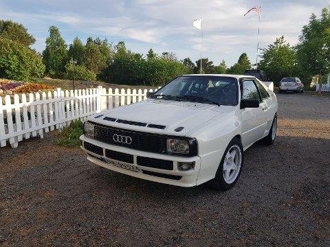 En hvit 1981-modell Audi Quattro er fortsatt ikke funnet. Den ble stjålet fra en garasje i Sørumsand 7. mars for to år siden.