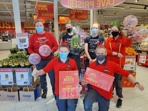 Erik André Kristiansen (foran til venstre), Anders Brænna og kollegaene er stolte over tilbakemeldingene de har fått fra kundene. Foto: Privat