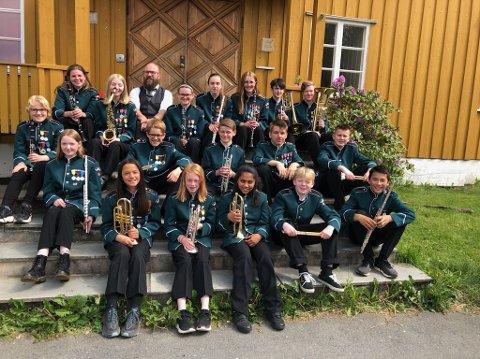 Medlemmene i Blaker Skolemusikkorps er glade for å kunne samles til øvelser igjen, og ikke bare spille hver for seg med øvelser på skjerm.
