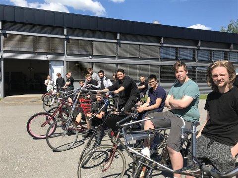 Vg1 TIF ved Bjørkelangen videregående skole er klare med Bjørkesyklene sine.
