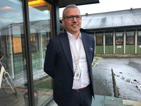 SER MOT 2021: Ordfører i Alstahaug kommune, Bård Anders Langø, sier at år 2021 er realistisk med tanke på oppstart av en desentralisert samlingsbasert sykepleierutdanning i Sandnessjøen.