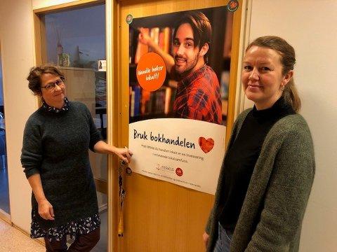 """HANDLE LOKALT: Aina Sofie Brox (t.v.) og Liss Iren Larsen på Distriktssenteret i Sandnessjøen jobber under mottoet """"handle lokalt""""."""