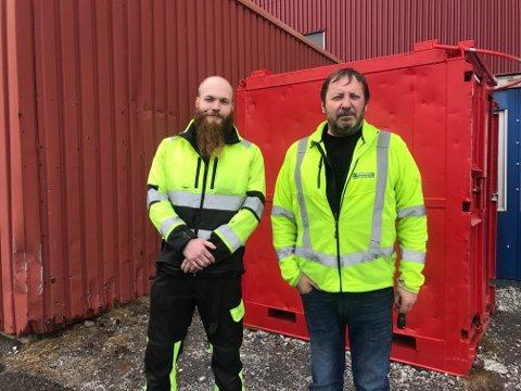 Daglig leder i Helgeland overflateteknikk, Tage Jakobsen er bekymret for framtiden etter nyheten om at Aker Solutions i Sandnessjøen legges ned. Her sammen med Mathias Mørk Jakobsen.