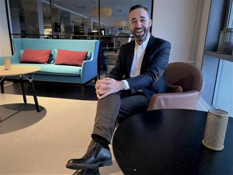 Per Kristian Nystad fra Bodø er ansatt som ny hotellsjef hos Scandic Syv Søstre etter Stian Guttormsen. Nystad har bred erfaring innenfor hotelldrift og reiseliv, og har store planer for den framtidige hotelldriften i Sandnessjøen.