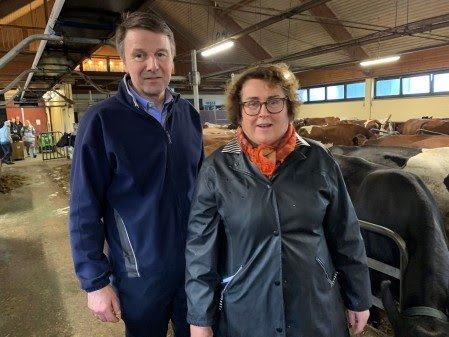 ENIGE: Lars Petter Bartnes, leder i Norges Bondelag, og mat- og landbruksminister Olaug Bollestad (KrF) la fram avtalen som skisserer hvordan melkekuttet skal gjennomføres.