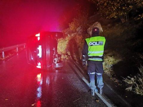 VELTET: En bil veltet like øst for Lye torsdag kveld. Politiet var raskt på plass og ingen alvorlige skader er skjedd.