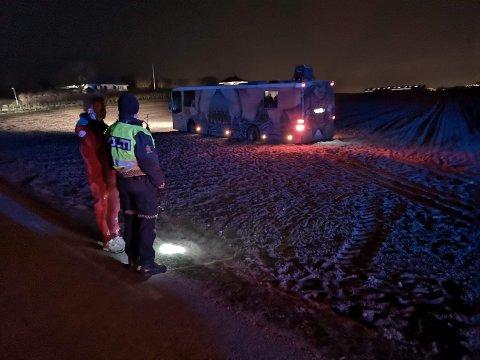 Ein russebuss køyrde av vegen ved Orrevatnet, natt til fredag.