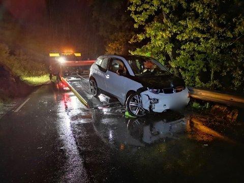 UTFORKJØRING: Bilføraren var åleine i bilen som kjørte av vegen.