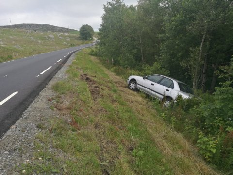 UTFORKJØRSEL: En bil var allerede kjørt av vegen, nær Eikeland, da hendelsen inntraff tirsdag morgen. Den første bilen kjørte trolig ut natt til tirsdag.