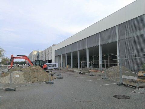 NABOAR: Vaskehallen til Washman kjem til høgre i bildet, til venstre kjem Hurtigruta Carglass.