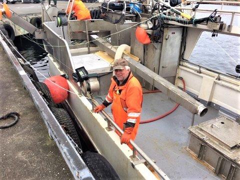 Den lokale fiskeren Lars Kåre Nygård kan juble over at makrellen har kommet tilbake til Ogna, og det i store mengder.