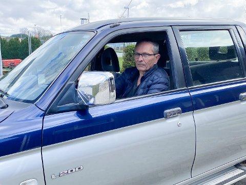 KORONA-KJØRING: Viggo Anfinnsen (71) frå Nærbø har meldt seg som frivillig og kjører blant anna fram og tilbake frå legevakta på Kleppe med korona-testar.