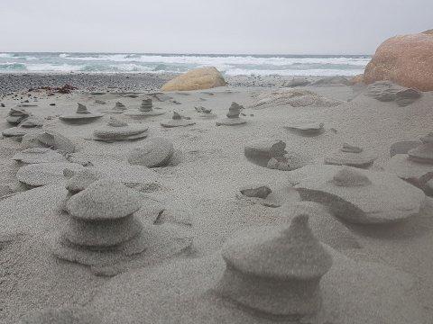 – SOM EN KINESISK LANDSBY: Annvor Kyllingstad Undheim lot seg fascinere av sandformasjonen på Orre.
