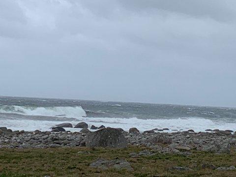 UROLIG SJØ: Det er ventet mye vind og nedbør på Jæren de kommende dagene.