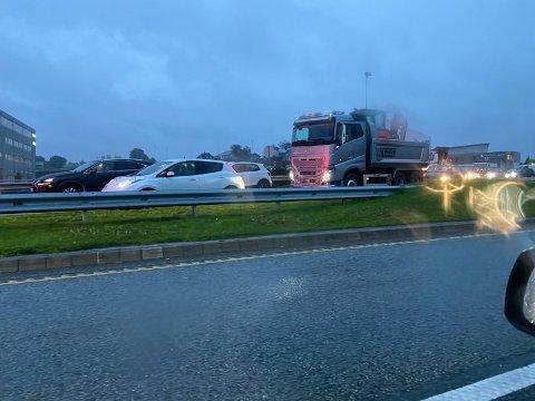 KØ: Det var lange køar på E39 onsdag morgon.
