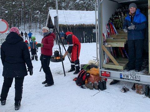 POPULÆRT TILBOD: Svein Høyland (t.h), styreleiar i Jæren friluftsråd og varaordførar i Hå kommune, steppa inn og gav Marianne Kåstad (i raud jakke) ein pause.