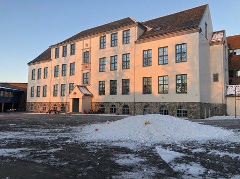 KALDT: Fire klassetrinn må ha skuledag sin heime, på skulen er det for kaldt.