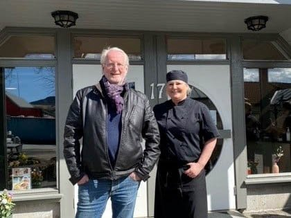 Jette Bjorland og Mor sin fikk besøk av kjendiskokken Eyvind Hellstrøm.